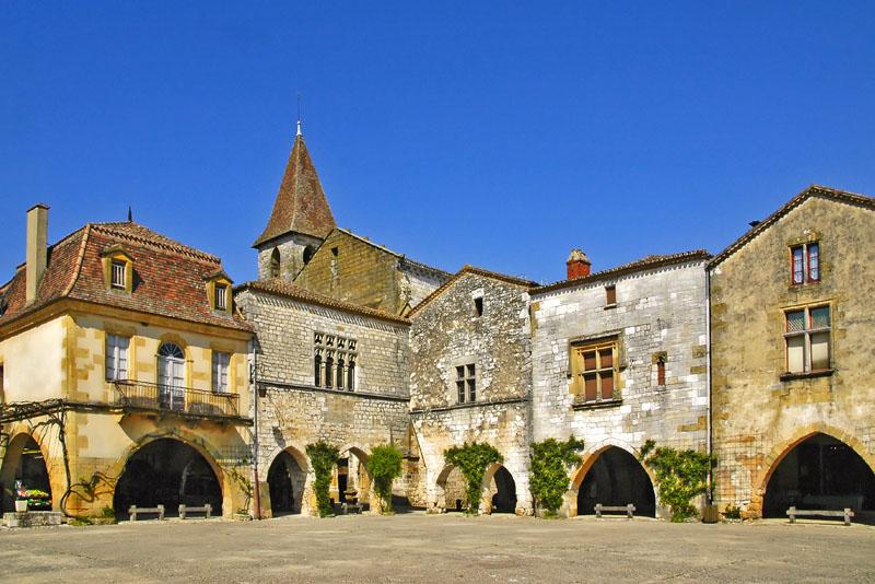 Monpazier - un de vos visites à faire à partir de la Maison d'Hôtes La Belle Demeure, au cœur du Périgord Noir en Dordogne