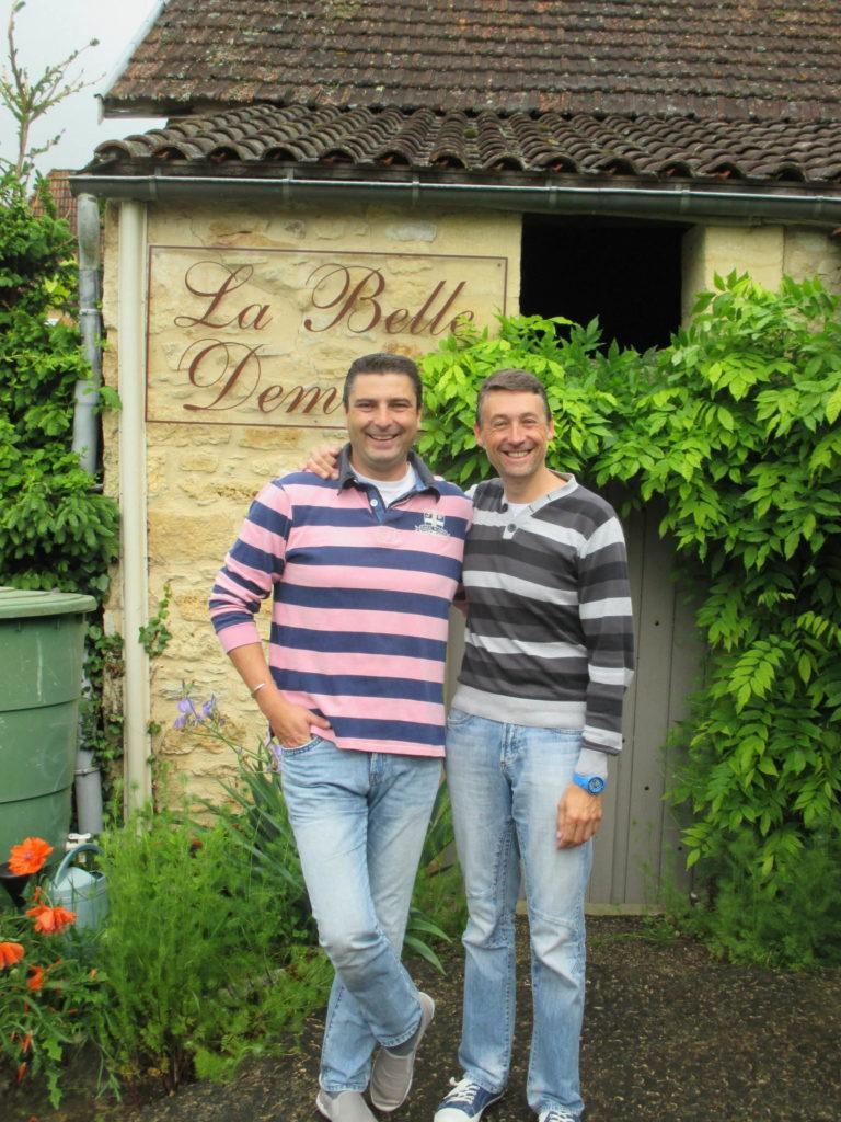 Contacter Richard Philippe Chambres d'Hôtes La Belle Demeure, en Dordogne, au cœur du Périgord Noir, proche de Sarlat. Les lits douillets sont équipés de linge 100% coton en Seersucker. Salle d'eau attenante à chaque chambre. Suite Familiale. Table d'hôtes et Piscine. Consulter nos tarifs sur notre site internet.