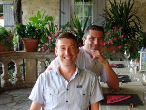 Richard Philippe Chambres d'Hôtes La Belle Demeure, en Dordogne, au cœur du Périgord Noir, proche de Sarlat. Les lits douillets sont équipés de linge 100% coton en Seersucker. Salle d'eau attenante à chaque chambre. Suite Familiale. Table d'hôtes et Piscine.