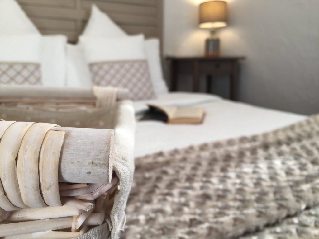 One of the rooms at La Belle Demeure Bed and Breakfast. A Cosy bedroom, 12m² in size, bed 140 by 190 cm. In the heart of the Périgord Noir, Dordogne near to Sarlat. Pleasantly furnished en-suite guestrooms with comfortable beds, covered with 100% cotton Seersucker linen. Bedrooms. Table d'hôtes Evening Meal and Swimming Pool. For our nightly tariff, please look at our website.
