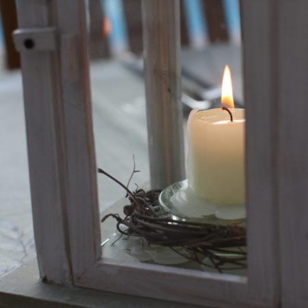 On adore les bougies. Chambres d'Hôtes La Belle Demeure, en Dordogne, au cœur du Périgord Noir, proche de Sarlat. Les lits douillets sont équipés de linge 100% coton en Seersucker. Salle d'eau attenante à chaque chambre. Suite Familiale. Table d'hôtes et Piscine. Consultez nos tarifs sur notre site internet.