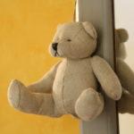 Un petit retour en enfance. Chambres d'Hôtes La Belle Demeure, en Dordogne, au cœur du Périgord Noir, proche de Sarlat. Les lits douillets sont équipés de linge 100% coton en Seersucker. Salle d'eau attenante à chaque chambre. Suite Familiale. Table d'hôtes et Piscine. Consultez nos tarifs sur notre site internet.