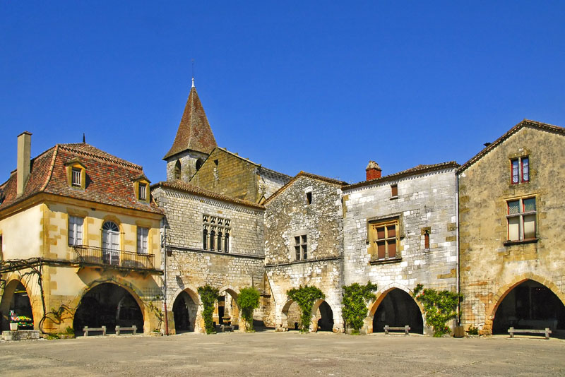 Monpazier - one of the many activities and sites to visit in the Perigord Noir