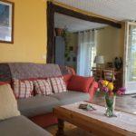 La pièce de vie de la Suite Familiale. Chambres d'Hôtes La Belle Demeure, en Dordogne, au cœur du Périgord Noir, proche de Sarlat. Les lits douillets sont équipés de linge 100% coton en Seersucker. Salle d'eau attenante à chaque chambre. Suite Familiale. Table d'hôtes et Piscine. Consultez nos tarifs sur notre site internet.