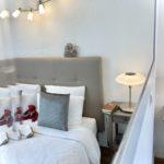 La Suite Chelsea, 26m², lit 160x200 cm. Chambres d'Hôtes La Belle Demeure, en Dordogne, au cœur du Périgord Noir, proche de Sarlat. Les lits douillets sont équipés de linge 100% coton en Seersucker. Salle d'eau attenante à chaque chambre. Suite Familiale. Table d'hôtes et Piscine. Consultez nos tarifs sur notre site internet.